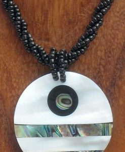 Round Shell Necklace with Horizontal Lines